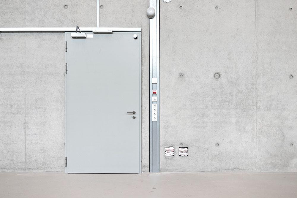 Installation Werkhalle mit wandbündigen BR-Kanälen