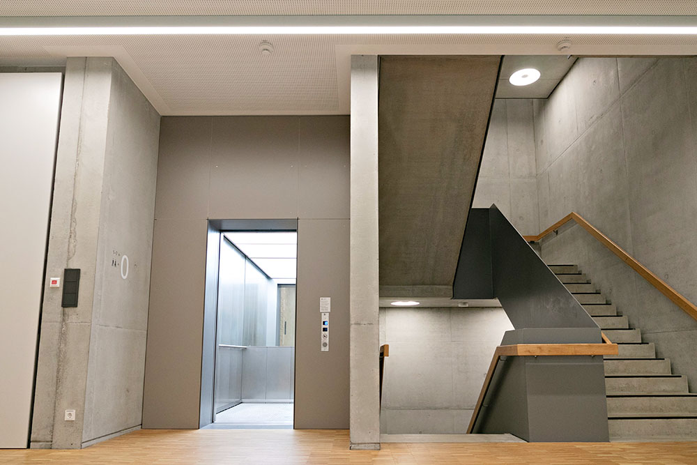 Foyer + Treppenhaus